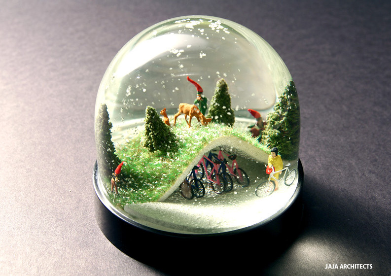 jaja_bike_park_snow_globe